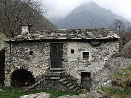 Costruire e abitare la pietra for Immagini di case antiche