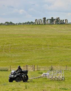 Il magnetometro motorizzato utilizzato per sondare la zona intorno Stonehenge