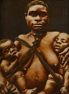 Femme pygmée avec ses jumeaux