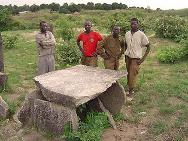 Tazunu Kpogbèrè; camera megalitica