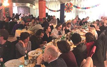 La cena vegan benefit al ristorante indiano Karmacola di Torino a cui hanno partecipato 120 persone
