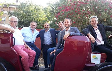 Una foto di gruppo sulla botticella elettrica. Tra gli altri: Daniele Diaco, Edgar Meyer, Carlo Rienzi, Carlo Medaglia