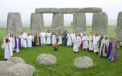 Rito dei druidi moderni al sito megalitico di Stonehenge