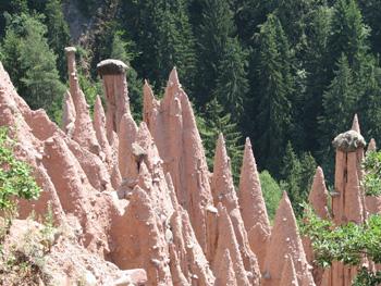 Le piramidi di terra che si trovano a Soprabolzano nella valle del Rio Rivellone (Bolzano)
