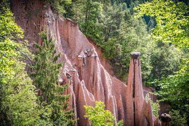 Un altro scorcio delle piramidi di Soprabolzano nella valle del Rio Rivellone