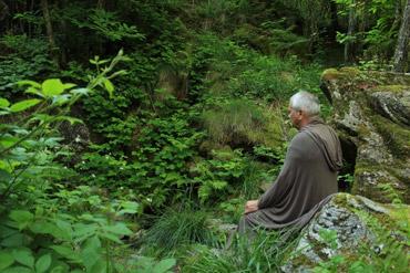 La meditazione come laboratorio di esperienza che può portare al silenzio interiore in cui accedere alla conoscenza del Vuoto e della Causa Prima