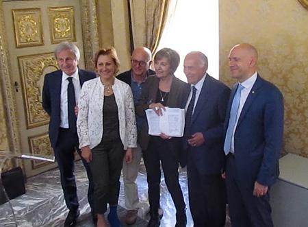 La consegna delle oltre 3.200 firme contro la caccia la domenica presentata da SOS Gaia al Presidente del Consiglio Regionale del Piemonte