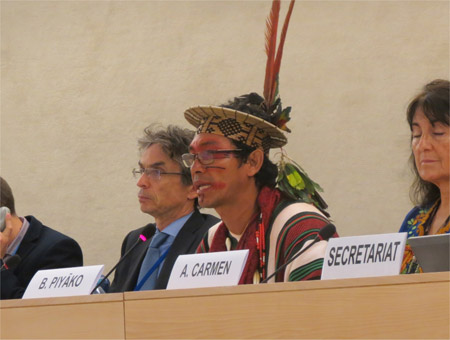 Benki Piyako, membro del Popolo Ashaninka dell'Amazzonia, all'Expert Mechanism on the Rights of Indigenous Peoples dell'ONU di Ginevra