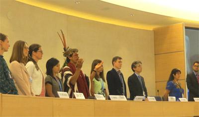 Il canto tradizionale Ashaninka che Benki Piyako ha intonato al tavolo della presidenza dell'EMRIP
