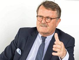 Il Dott. Frank Ulrich Montgomery, Presidente dell'Associazione Medica Federale (BÄK)