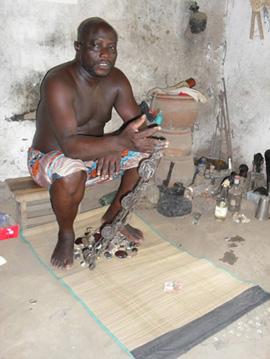 Un bokonon s'appretant a consulter le Fâ