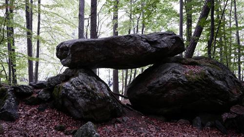 Un dolmen nelle Valli di Lanzo. L'intero territorio del Nord del Piemonte è costellato da reperti megalitici che testimoniano l'insediamento di popoli Celtici e rafforzano la tesi dell'antica leggenda di Rama