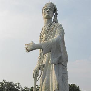 La statua del Re Toffa I all'entrata dell'attuale città di Porto-Novo