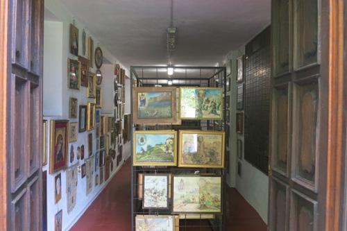 La sala degli Ex Voto del Santuario di Forno Alpi Graie