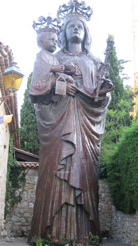 La Madonna Nera di Saint Jean Cap Ferrat, Costa Azzurra, statua di 11 metri che si trova nel cimitero Templare