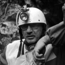 """Stefano Mortari all'ingresso della grotta """"Scogli Neri"""""""
