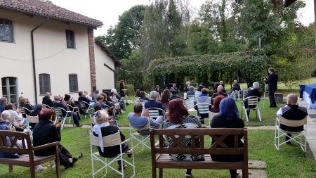Rosalba Nattero presenta il Centro Studi Giancarlo Barbadoro insieme con il Collegio dei Saggi.Da sinistra: Annamaria Bonavoglia, Gino Steiner Strippoli, Guido Barosio, Antonello Micali, Enrico Moriconi.