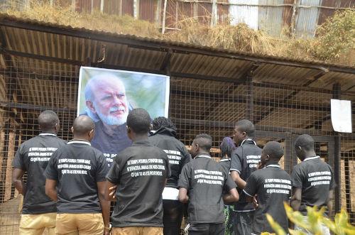 La commemorazione del primo anniversario della scomparsa di Giancarlo Barbadoro presso il rifugio Sauvons Nos Animaux della Repubblica Democratica del Congo di cui è stato promotore