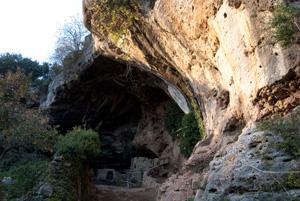 Liguria tracce di una civilt antica for Antica finestra a tre aperture